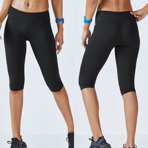 Fabletics salar midr-rise power hold crop black